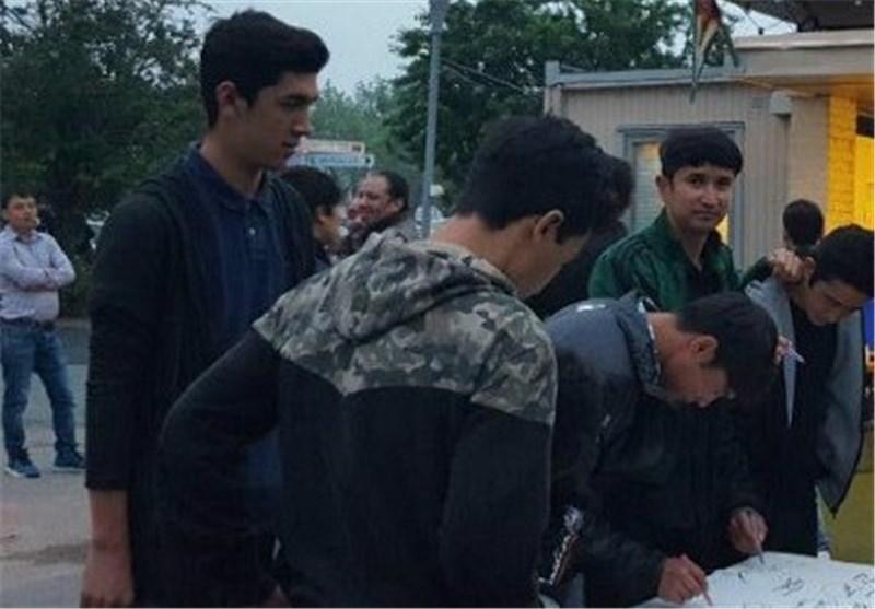 امضای طومار مهاجران افغانستانی مقیم اروپا در اعتراض به سیاستهای دولت کابل+عکس