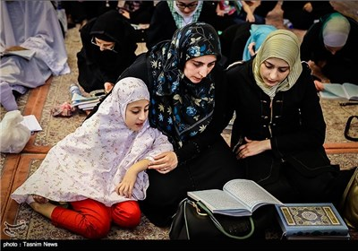 Worshippers Hold Vigil at Sayyidah Ruqayya Shrine in Damascus