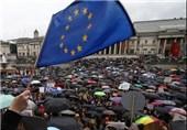 مخالفان خروج بریتانیا از اتحادیه اروپا در لندن تظاهرات میکنند
