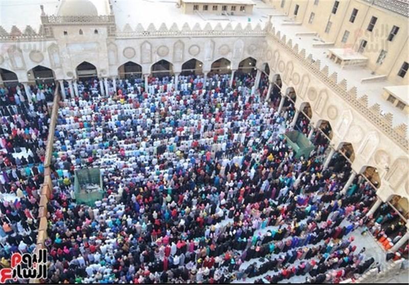 بالصور..المسلمون یقیمون صلاة عید الفطر