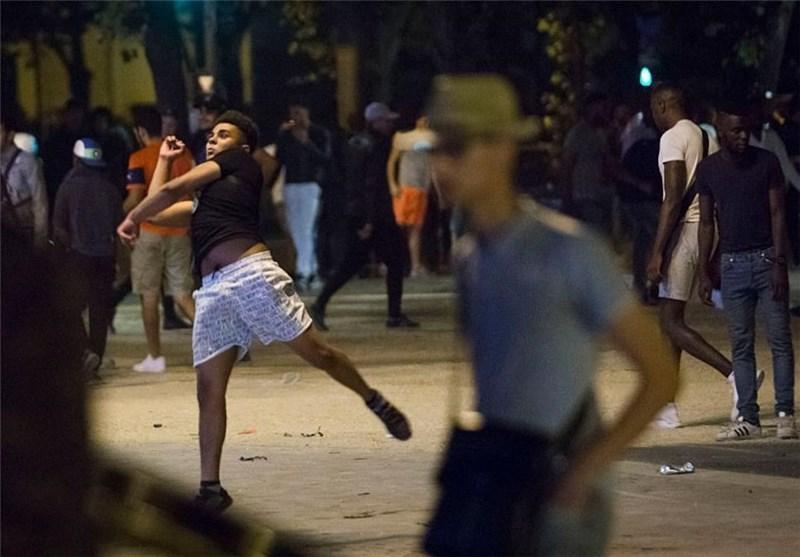 صدامات بین مشجعی کرة قدم والشرطة فی الشانزلیزیه باریس