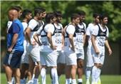 تیراندازی در محل تمرین آبیها/ اشتباهات بازیکنان، منصوریان را پا به توپ کرد