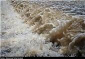 حریم رودخانههای قم از بین رفته است