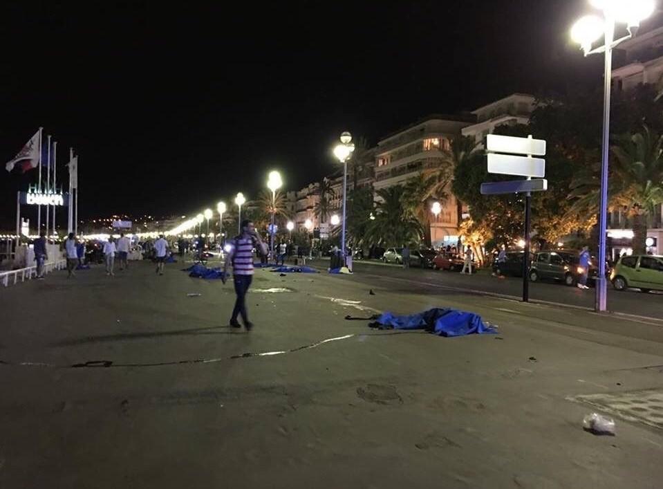 1395042503055146981364510 - «کامیون وحشت» در فرانسه/حمله تروریستی جشن ملی را عزا کرد/۸۴ نفر کشته شدند + تصاویر
