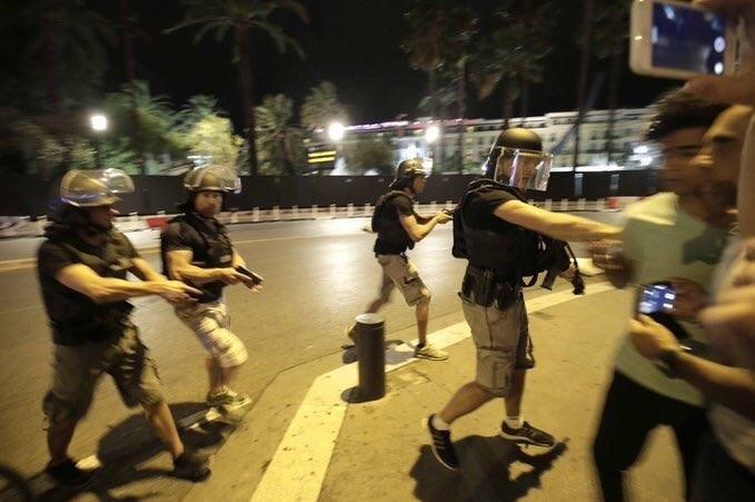 1395042503322333281365010 - «کامیون وحشت» در فرانسه/حمله تروریستی جشن ملی را عزا کرد/۸۴ نفر کشته شدند + تصاویر