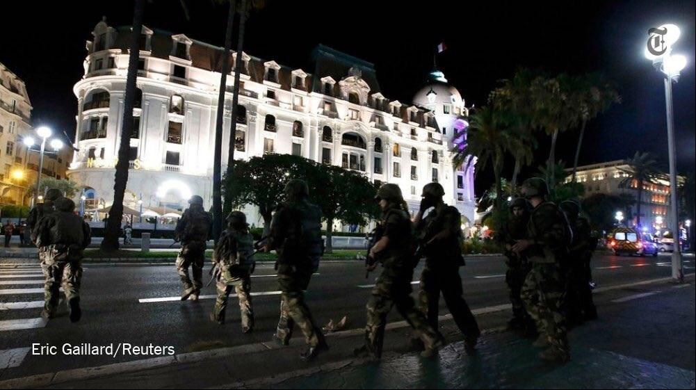 1395042503343398881365210 - «کامیون وحشت» در فرانسه/حمله تروریستی جشن ملی را عزا کرد/۸۴ نفر کشته شدند + تصاویر