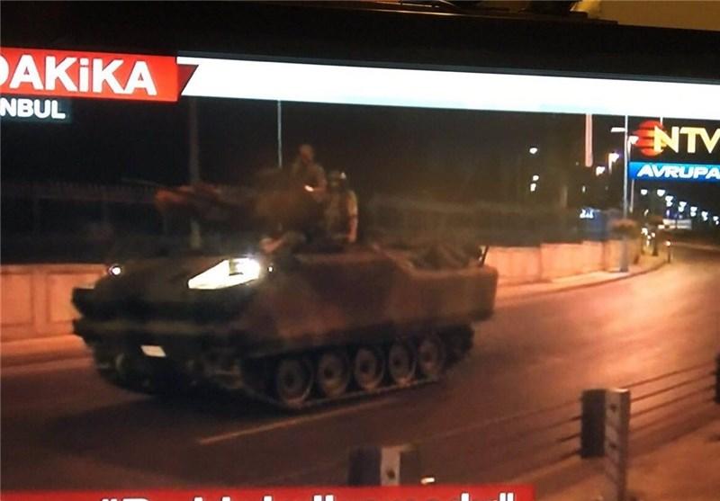 Türkiye'de 'darbe girişimi',Erdoğan'dan meydanlarda toplanma çağrısı