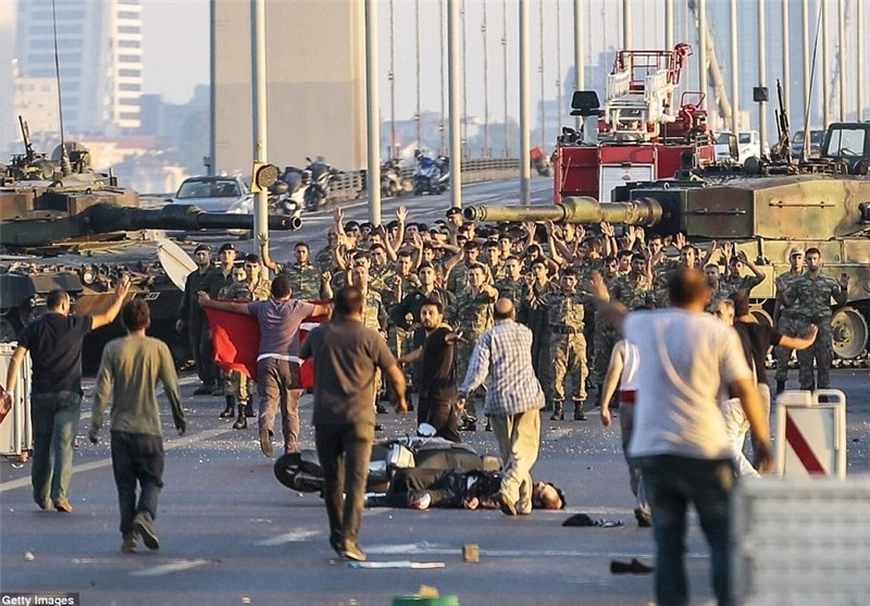 ترک تعلیمی اداروں میں زبردست مظاہرے، 12 طلبا گرفتار