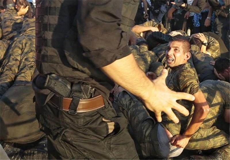 ضرب و شتم کودتاچیان توسط طرفداران اردوغان