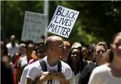 أمریکا .. تجدد المظاهرات إثر إطلاق الشرطة النار على زوجین اسودین