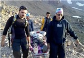 نجات جان 2 نفر در ارتفاعات برفگیر روستای اغشت با تلاش 11 ساعته امدادگران هلالاحمر البرز