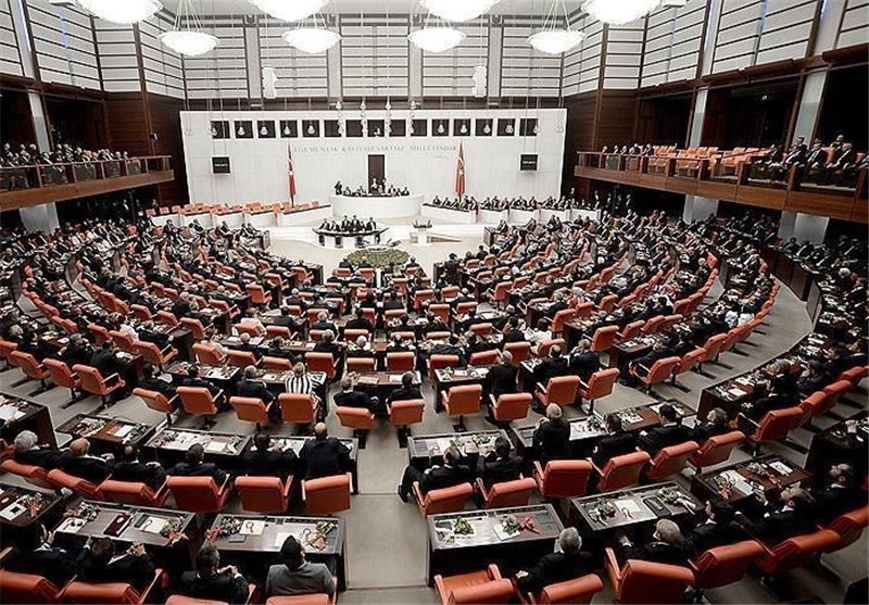 البرلمان الترکی یقر بعض المواد من مشروع التعدیل الدستوری
