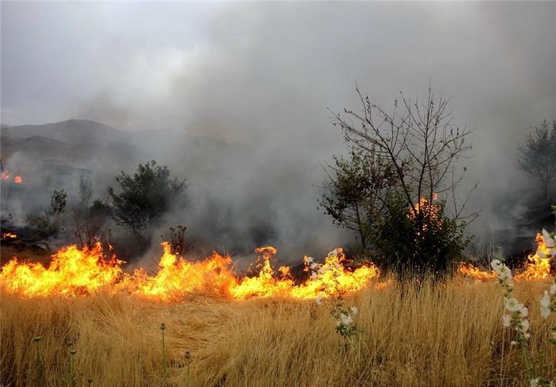 وقوع آتش سوزی در مزارع پارس آبادمغان/ قطع برق به علت تندباد شدید در اصلاندوز