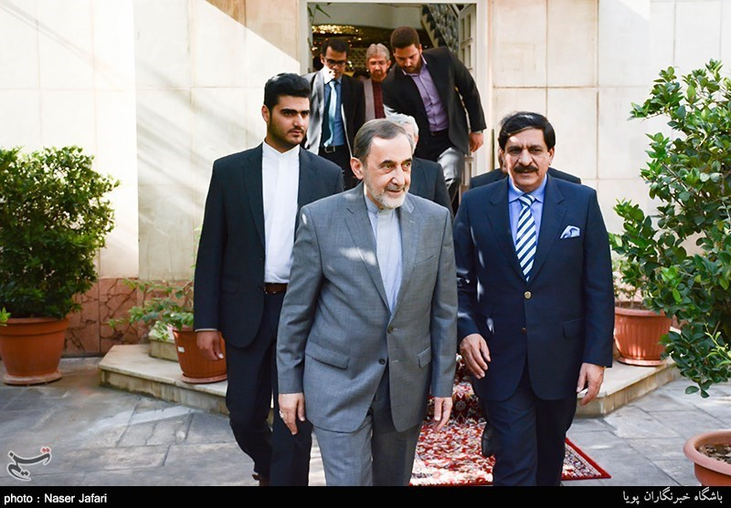 Velayati Lauds Fraternity between Iran, Pakistan