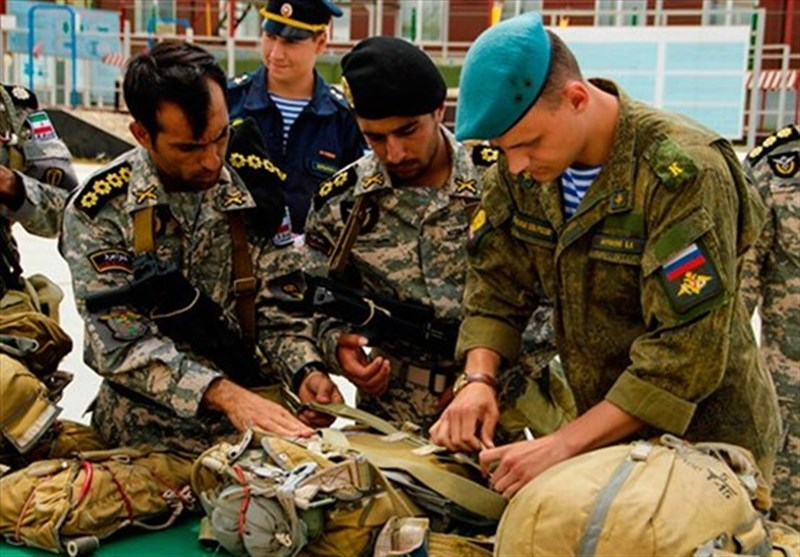 Iran's Paratroopers to Use Russian Parachutes in Airborne Contest