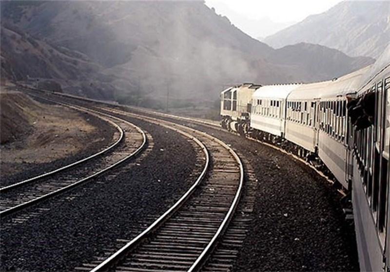 پرداخت خسارت به مسافران قطار تهران - میانه به علت تأخیر + عکس