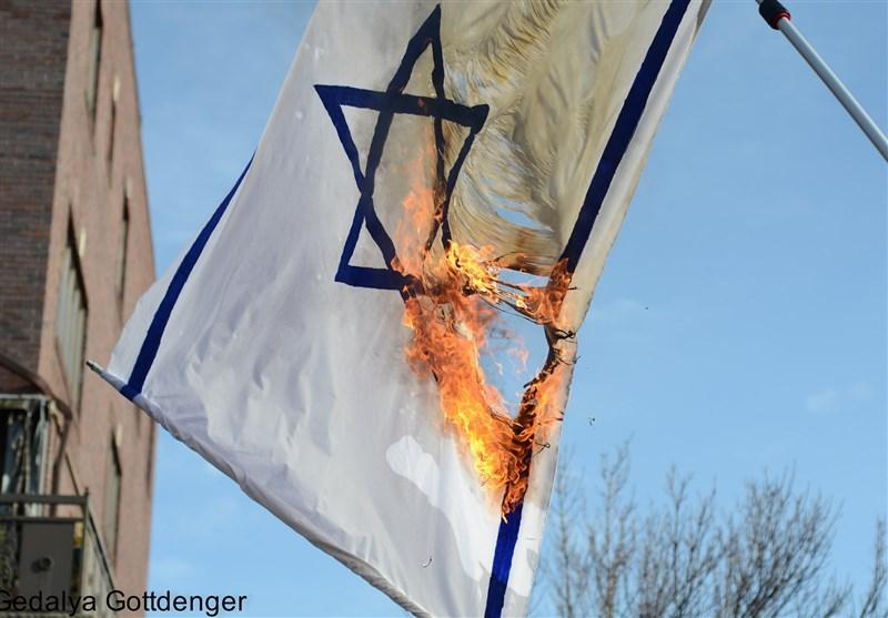 Demokratların Kongre Merkezi Dışında Siyonist Rejimin Bayrağı Yakıldı