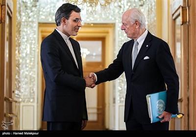 جابري أنصاري يستقبل دي ميستورا في طهران