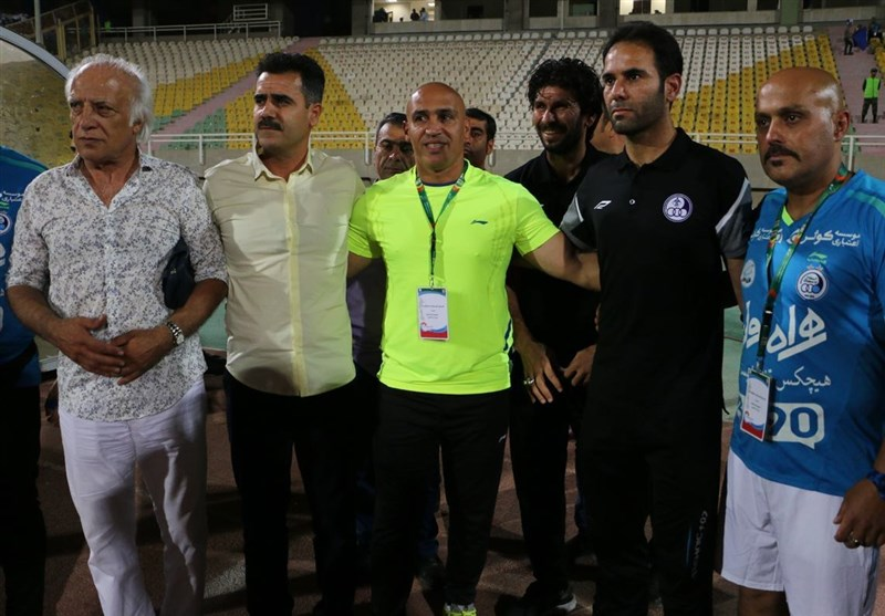 جو ورزشگاه علیه سرمربی آبیهای پایتخت/ منصوریان کمک داور شد + تصاویر