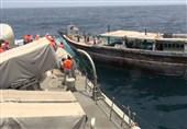 نجات یک لنج ایرانی توسط ناو ارتش در دریای عمان