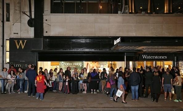 آغوش باز کتابدوستان به روی کتاب جدید رولینگ؛ آخرین داستان «هری پاتر» چقدر فروخت؟