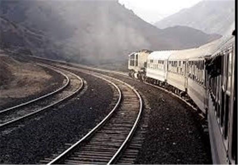 اعتبار پروژه راهآهن اردبیل را از فاینانس و صندوق توسعه ملی تامین میکنیم