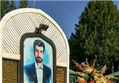 """مزار شهید """"محمود صارمی"""" در بروجرد عطر افشانی شد"""