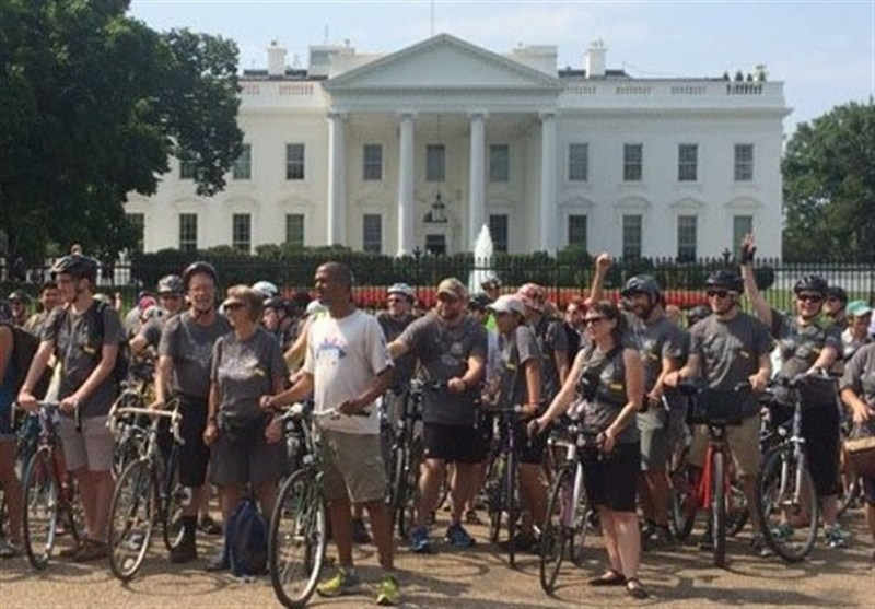 فعالان ضد هستهای سوار بر دوچرخه مقابل کاخ سفید تجمع کردند