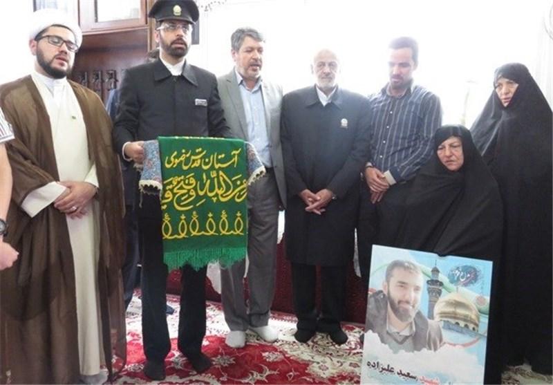 دیدار خادمان حرم رضوی با خانواده شهید مدافع حرم در دامغان