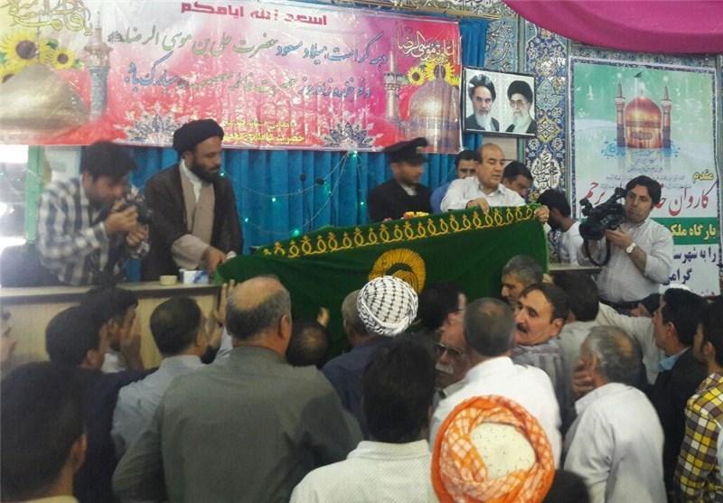 خادمان حرم رضوی در منزل شهید مدافع حرم اکبر نظری حضور یافتند