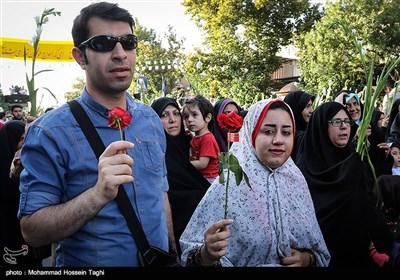 نثر الورود والزهور فی حرم الإمام الرضا (ع) بمناسبة ذکرى ولادته المیمونة