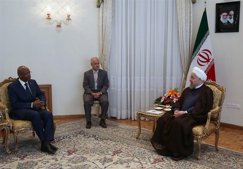 روحانی یؤکد على أهمیة تعزیز العلاقات بین ایران والدول الأفریقیة