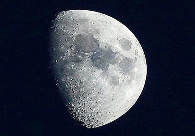 شرکة روسیة تنوی تنظیم أول رحلة سیاحیة إلى القمر