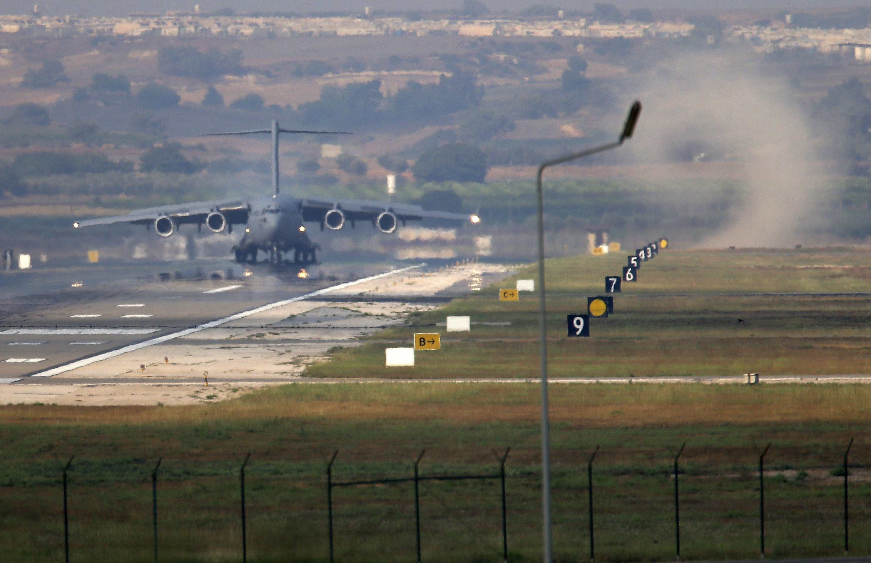 German Troops 'Ready for Transfer' from Turkey's Incirlik Airbase: Defense Minister