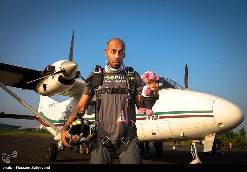 İran Kuzeyinde Paraşütle Atlama Töreni