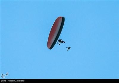 پرش از فاصله 900 متری از تراک (پاراموتور)