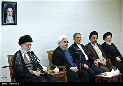 الإمام الخامنئی یستقبل رئیس الجمهوریة وأعضاء الحکومة
