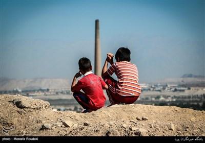 منطقه خاورشهر در روستای قاسم آباد جزء مناطق محرومی است که در حوالی تهران واقع شده است.شغل بیشتر این مردم کار در کوره های آجرپزی است.
