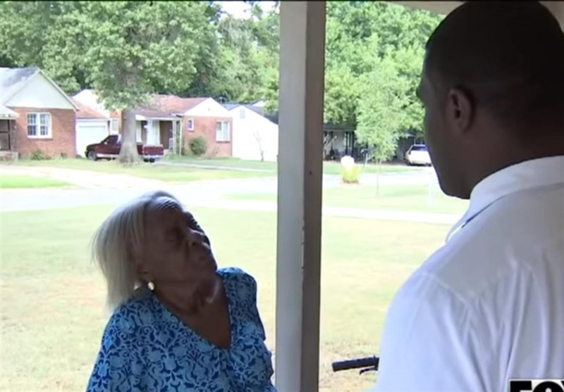 US Police Pepper-Spray 84-Year-Old Black Woman in Her Home