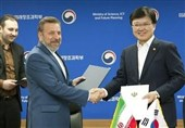 Tehran, Seoul Sign MoU to Boost ICT Cooperation