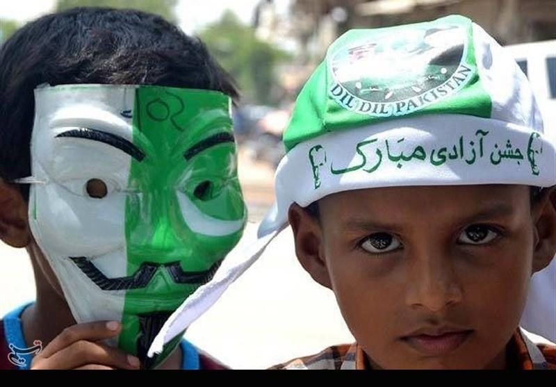 جشن آزادی، جھنڈیاں بھی اور شجر کاری بھی
