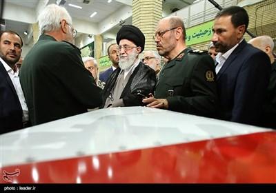 الإمام الخامنئی یتفقد معرض الصناعات الدفاعیة