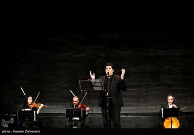 اجرای موسیقی توسط سالار عقلیلی