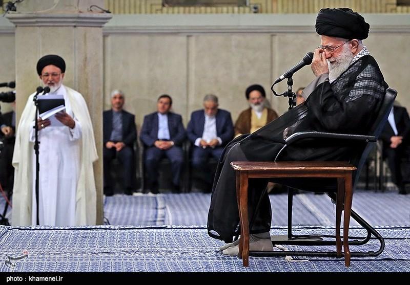 گریه رهبر انقلاب,گریه آیت الله خامنه ای,اشک های رهبر انقلاب