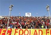 اهواز| حاشیه دیدار استقلال - فولاد| هواداران فولاد صندلیهای ورزشگاه تختی را به زمین پرتاب کردند