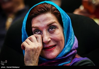 گریهی فاطمه معتمدآریا بازیگر سینما و تلویزیون در مراسم نکوداشت