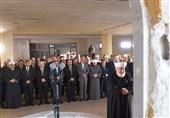 فیلم/رانندگی بشار اسد با خودروی شاسیبلند برای اقامه نماز عید