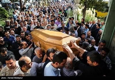تشییع پیکر مادر حاج منصور ارضی مداح اهل بیت(ع)
