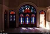 خانه عامریهای کاشان نه هزار متر مربع عرصه و 12 هزار عیانی دارد و با داشتن 85 اتاق و هفت حیاط بزرگترین خانه تاریخی ایران است