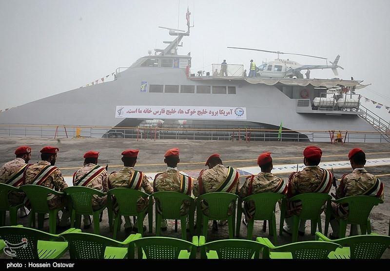 İran'ın Yeni Helikopter Taşıyan Savaş Gemisi Görücüye Çıktı